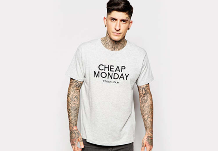 T-Shirt Weekday Crew Sweatshir