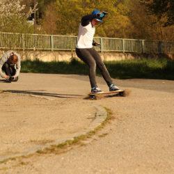 Skákací guma, skateboard a jde se ven