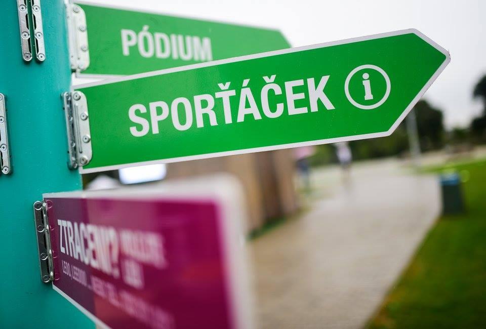 Skákání přes gumu na Sporťáčku v Brně